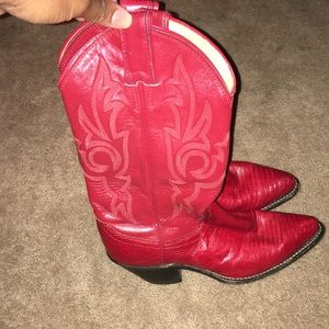 Size 5 boots Justin Boots L4707